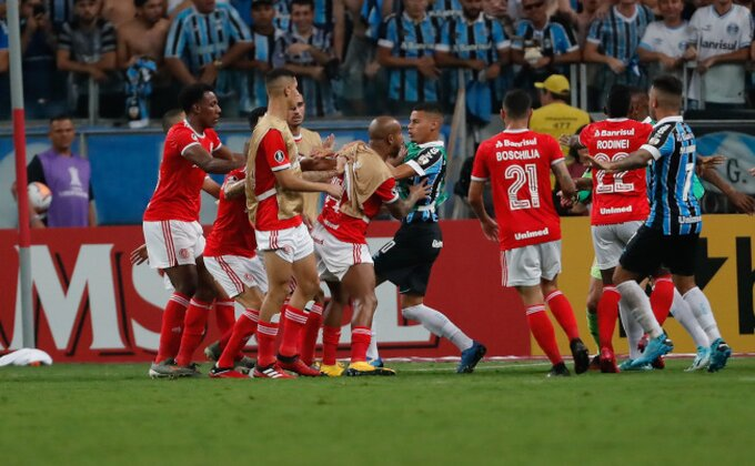 Južnoamerička Liga šampiona, zabava za celu porodicu - nula pogodaka i OSAM crvenih kartona!