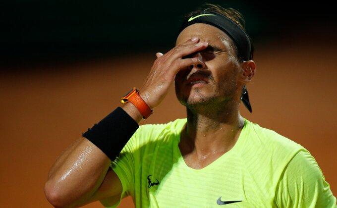 Nadal u neverici pred Rolan Garos, kakvi su ovo uslovi, kakve su ovo loptice?! Reagovao i Novak!