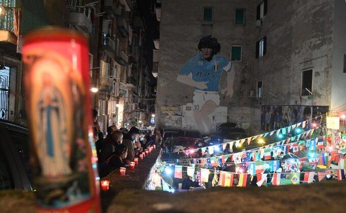 """""""Ovaj grad večeras plače"""", pogledajte kako je Napulj ispratio najvećeg kojeg je ikada imao!"""