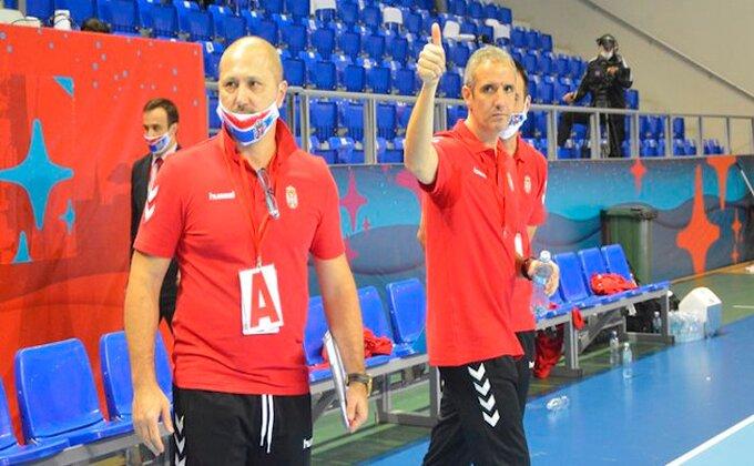 """Đerona okupio rukometaše: """"Dobro je što ne igramo utakmice, ponosan sam na momke!"""""""