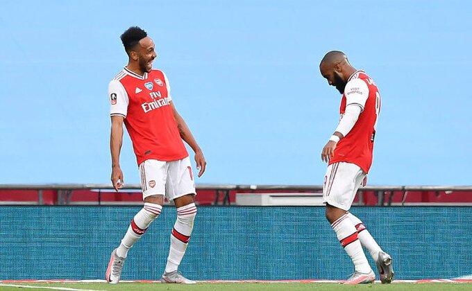 Topovi upucali Pepa, finale za Arsenal!
