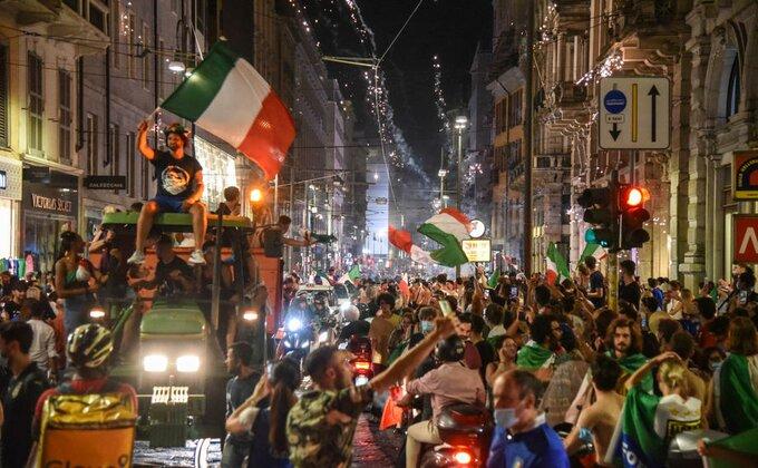 Porast broja zaraženih u Italiji zbog šampionskog slavlja