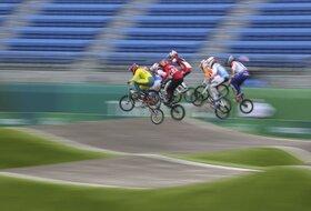 Jeziva scena - Olimpijski BMX prvak na nosilima iznet sa staze