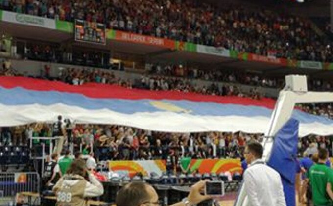 POČELO JE! ''Arena'' ispunjena, srpska zastava prekrila tribine!