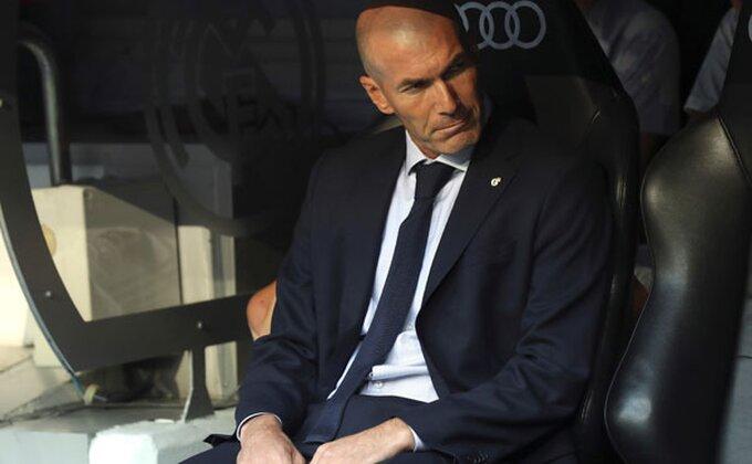 """FIFA """"virus"""" zadao Zidanu velike glavobolje"""