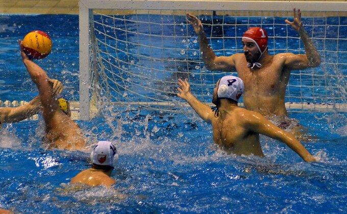 Skandal na utakmici Vojvodina - Zvezda, sudija gurnut u bazen!